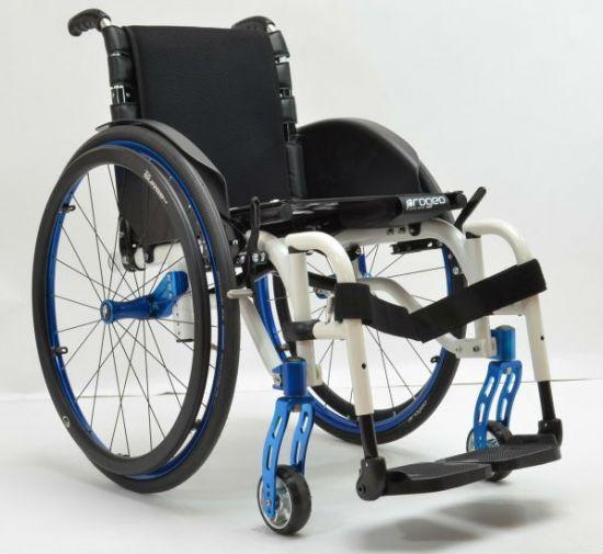 Складная инвалидная коляска