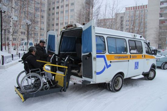 Посадка инвалида в такси