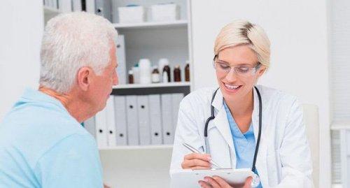 Беседа пациента с врачом