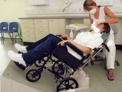 Лечение зубов инвалиду-колясочнику