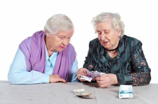 Женщины считают деньги