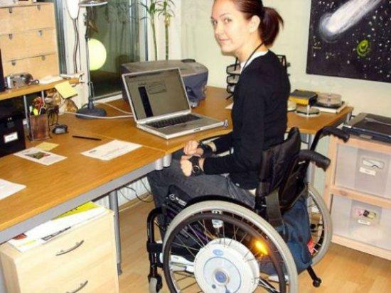 Инвалид работает на дому