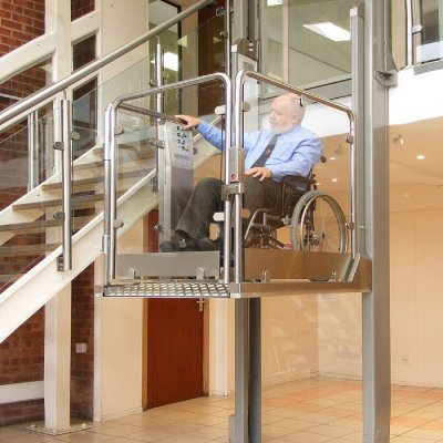 Открытый подъемник для инвалидов