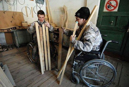 Инвалиды на работе