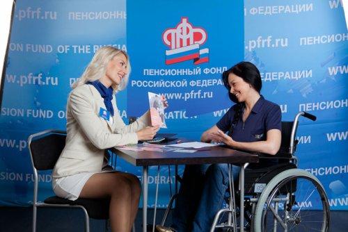 Женщина-инвалид в пенсионном фонде