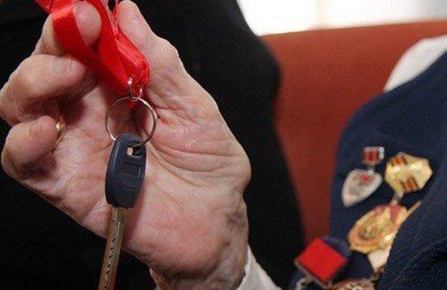 Ключ в руке инвалида ВОВ