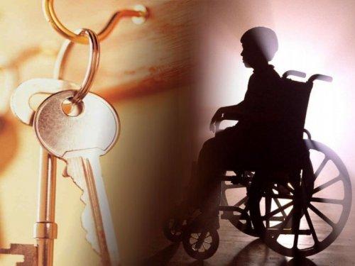 Инвалид-колясочник и ключи от квартиры