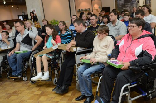 Инвалиды на собрании