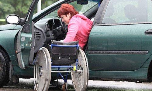 Инвалид-колясочник за рулем