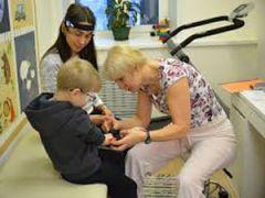 Ребенок-инвалид в реабилитационном центре