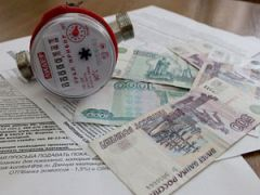 Счетчик воды, квитанции и деньги