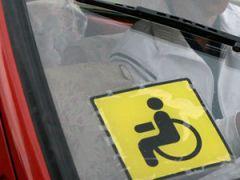 Знак инвалида на авто
