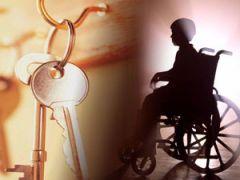 Мальчик в инвалидной коляске и ключи